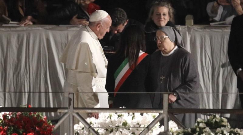 """Il Papa: """"Porte chiuse per migranti a causa dei calcoli politici"""""""