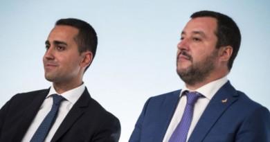 """Il governo si spacca sull'ipotesi ribaltone. M5s e Pd smentiscono, Salvini: """"Sono già al governo insieme a Bruxelles"""""""