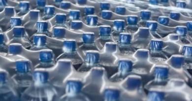 Pistoia, oltre 4mila bottiglie di plastica lasciate al sole: supermercato multato
