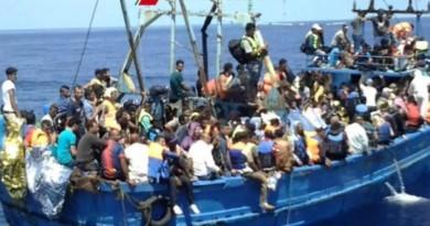 Migranti, barca con 50 a bordo si capovolge al largo della Libia