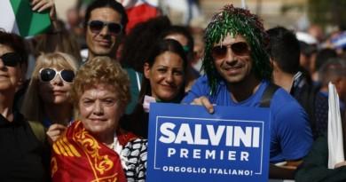 """""""Orgoglio italiano"""", bandiere e striscioni alla manifestazione centrodestra a Roma"""