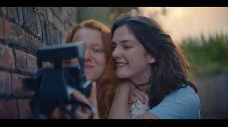 """Lo spot che racconta l'amore gay emoziona e fa il giro dei social: """"Abbiate il coraggio,…"""