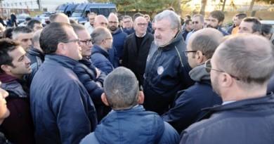 """Arcelor Mittal, a Taranto presidio dei lavoratori dell'indotto: """"Pronti a bloccare l'uscita delle merci"""""""