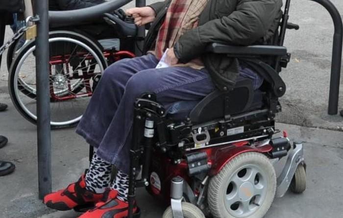Disabile morto, in 1500 a funerale