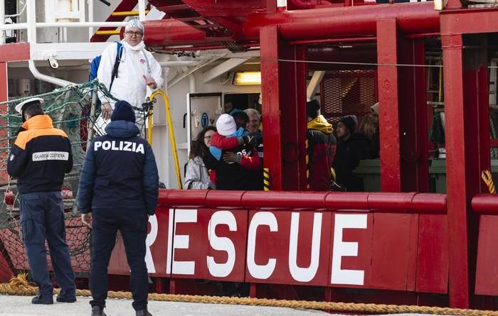 Migranti: 59 salvati dalla Ocean Viking