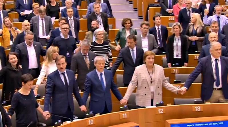 Brexit, via libera all'accordo di recesso: eurodeputati intonano in Aula il tradizionale valzer delle…