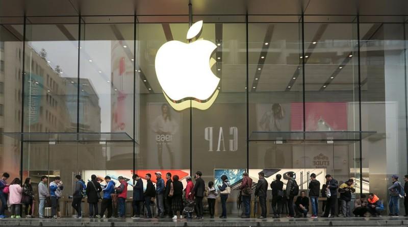 Apple Store perquisisce i dipendenti a fine turno: per la legge il tempo perso va retribuito