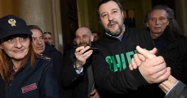 """Matteo Salvini contro Conte: """"Prepara l'agenda 2023? No, prepari gli scatoloni, stanno bloccando l'Italia"""""""