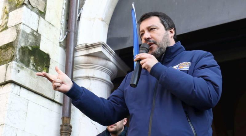 """Coronavirus, Salvini: """"L'economia è in ginocchio, dal governo solo un'aspirina"""""""