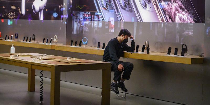 Apple chiuderà tutti i suoi negozi per due settimane