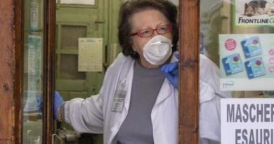 Coronavirus, gli altri Paesi bloccano le mascherine destinate all'Italia. «Sequestrati 19 milioni di pezzi»