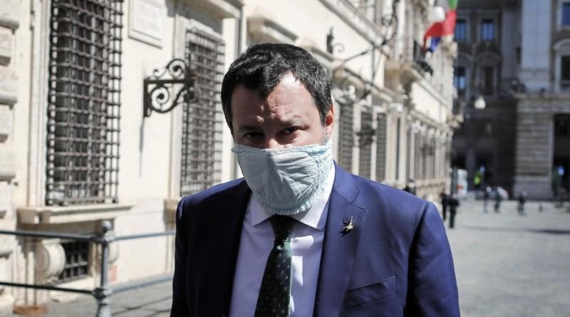 """Coronavirus, Salvini vuole chiese aperte a Pasqua: """"La scienza da sola non basta: serve anche il buon Dio"""""""