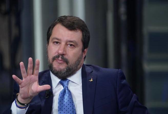 Coronavirus, Salvini: riapriamo subito le chiese per celebrare Pasqua