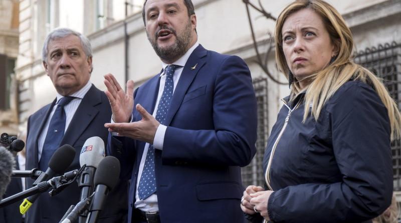 """Giuseppe Conte governa da solo? L'accusa di Matteo Salvini e Giorgia Meloni: """"Una cabina di regia da facciata"""""""