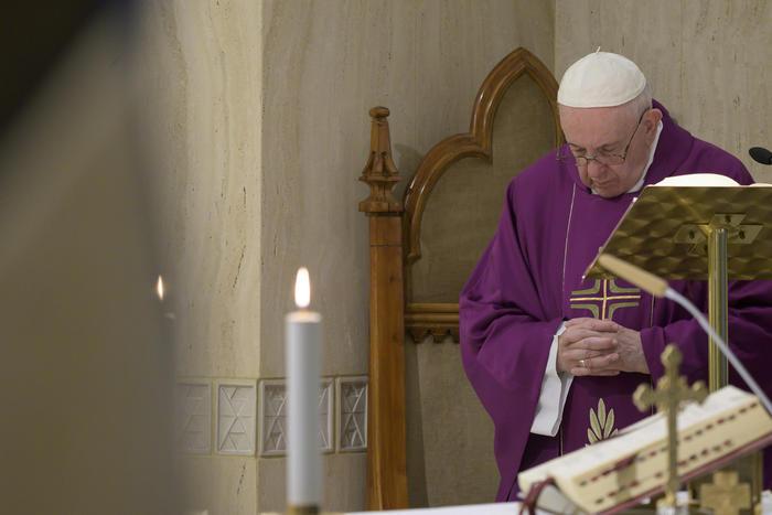 Covid: Papa, in carceri rischio calamità