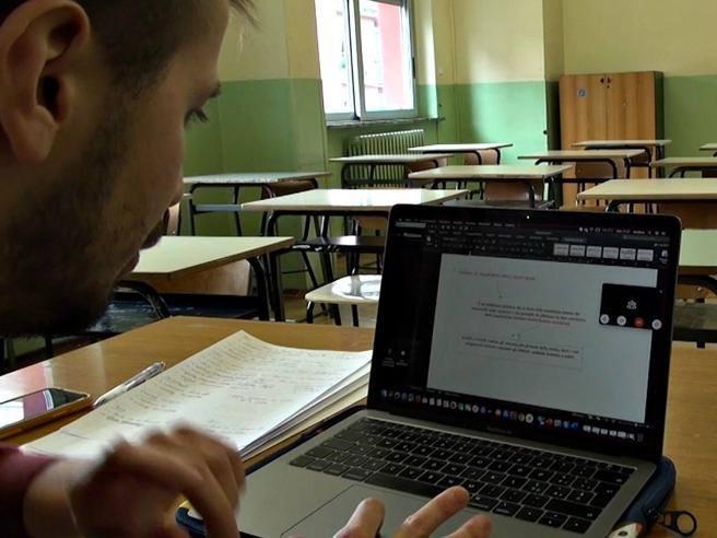 Il nuovo decreto scuola: maturità online e niente esame di terza media. Tutti promossi, ma vale il voto delle…