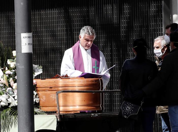Coronavirus:Spagna, funerali in 5 minuti